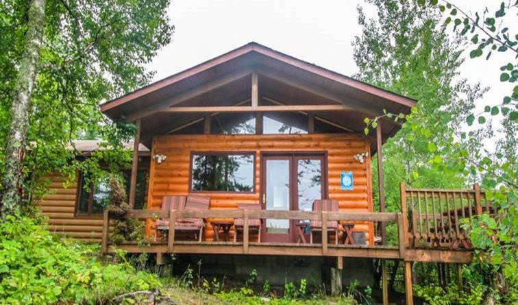 บ้านไม้โฮมสเตย์ ล้อมรอบด้วยป่าร่มเย็น