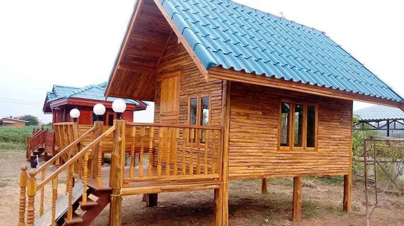 บ้านไม้หลังคาจั่วยกพื้น 1 ห้องนอน ขนาด 18 ตรม.+ระเบียงหน้าบ้าน (งบ 190,000 บาท)