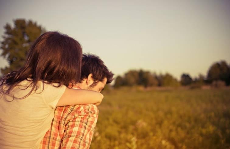 จริงไหม การกอดคนที่เรารัก คือการชาร์ตแบตที่ดีที่สุด