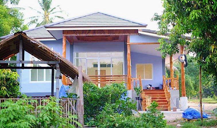 บ้านสไตล์ร่วมสมัย ผสมผสานกับงานไม้ พร้อมสไตล์ครัวไทยสวย ๆ